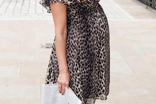 pregnant-rachel-stevens-spotted-in-hot-maternity-dress-_16010