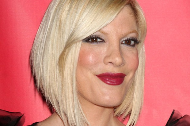 pregnant-tori-spelling-involved-in-car-crash_22596