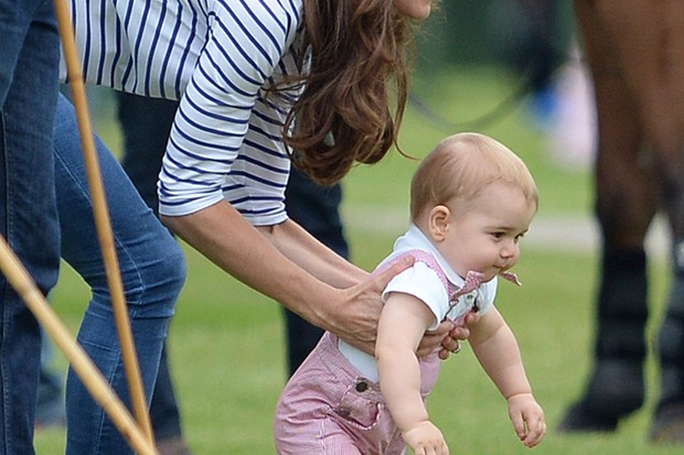 prince-george-takes-first-tottering-steps-in-public_55946
