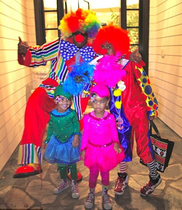 proud-dad-p-diddy-clowns-around-with-his-twin-daughters_17999