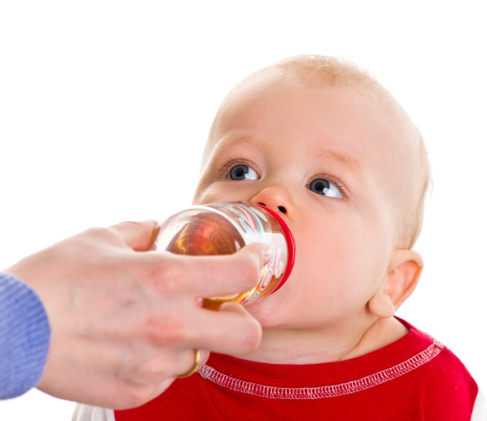 qanda-can-i-give-my-baby-fruit-juice-to-drink_18706