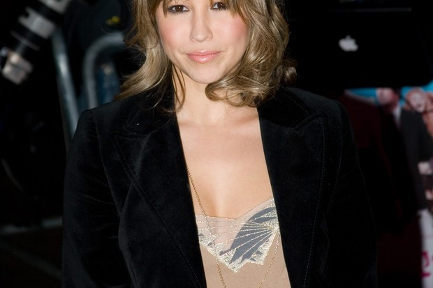 rachel-stevens-is-tucking-in-during-her-pregnancy_13411