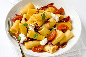 rigatoni-with-parma-ham-and-tomatoes_83597