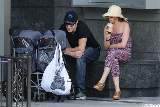 sacha-baron-cohen-and-isla-fisher-spend-quality-time-with-their-little-girls_26700