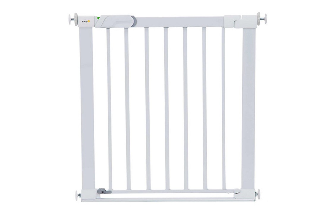 safety-1st-securetech-flat-step-gate_a%20straight%20on