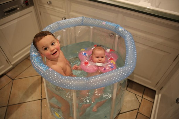 sam-faiers-baby-neck-float_192601