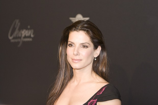 sandra-bullock-why-she-kept-her-adoption-secret_12202