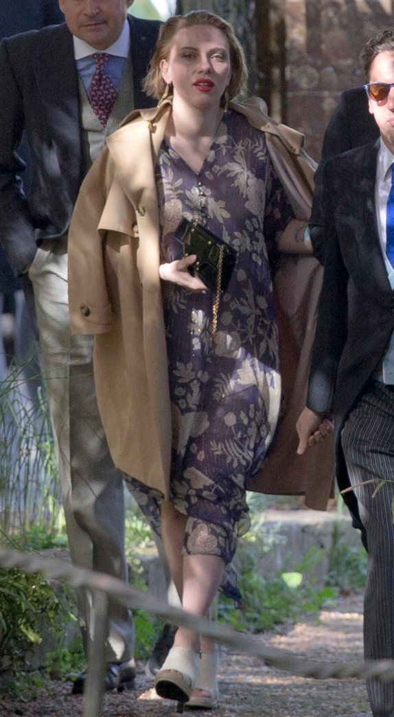 scarlett-johanssons-6-month-pregnant-wedding-style-get-the-look_53997
