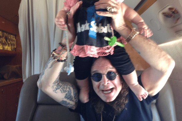 see-baby-pearl-osbournes-extended-family-holiday-pix_42711