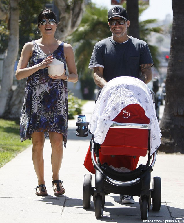 selma-blair-seen-for-the-first-time-since-birth-with-a-hot-buggy_26326