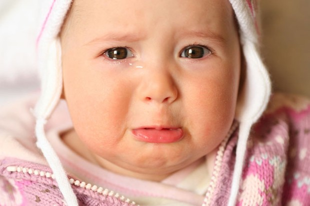 should-you-rush-to-your-baby-when-she-cries_4961