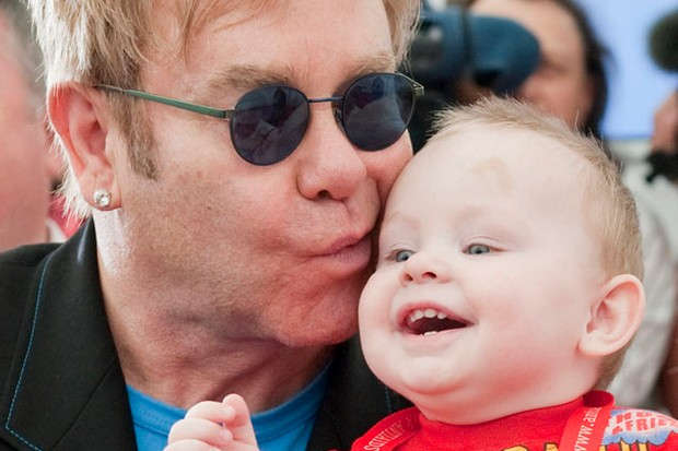 sir-elton-john-wants-to-adopt-orphan-boy_6898