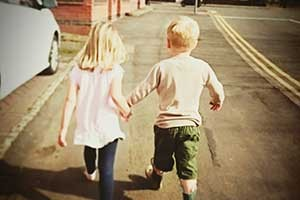 small-age-gap-between-siblings-the-pros-and-cons_175498