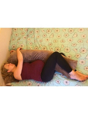 snuggle-up-l-shaped-pregnancy-pillow_168013