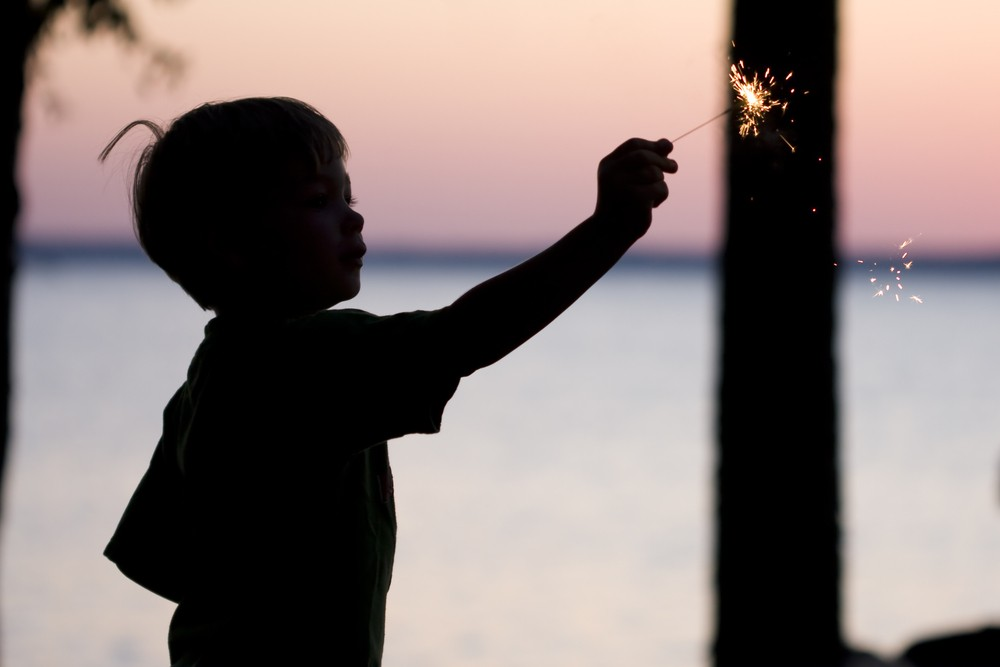 sparklers-how-to-keep-your-children-safe_17161
