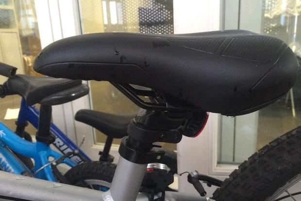 specialized-hotrock-20-bike_saddle