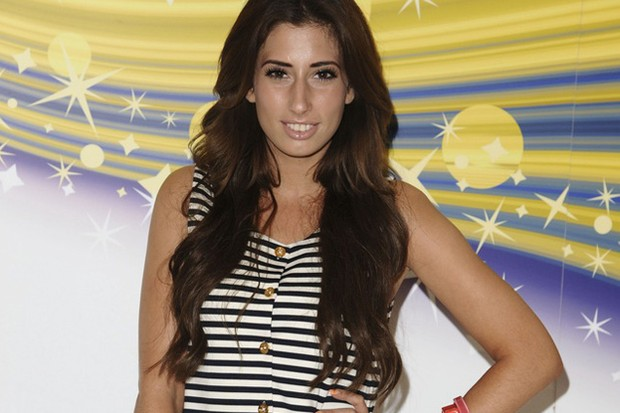 stacey-solomon-shows-off-pregnancy-scan_29664