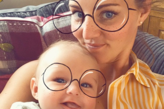 stranger-helps-mum-with-toddler-tantrum_202292