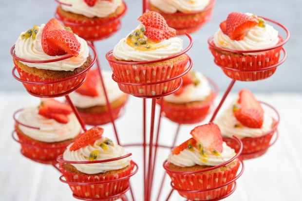 strawberry-and-passion-fruit-cupcakes_51956