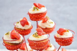 strawberry-and-passion-fruit-cupcakes_56114