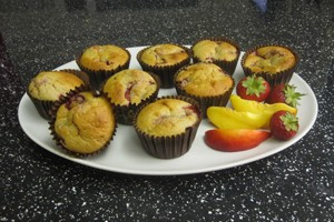 strawberry-and-peach-muffins_57339