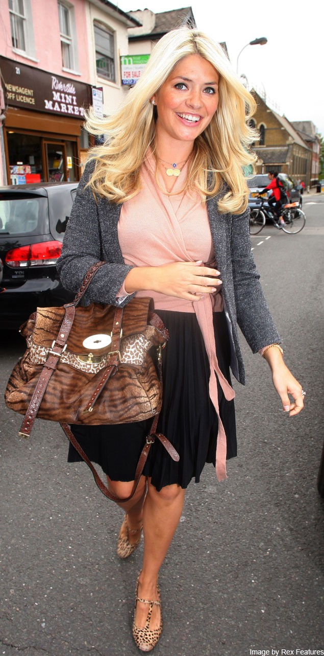 stylish-new-mum-holly-willoughby-returns-to-work_27283