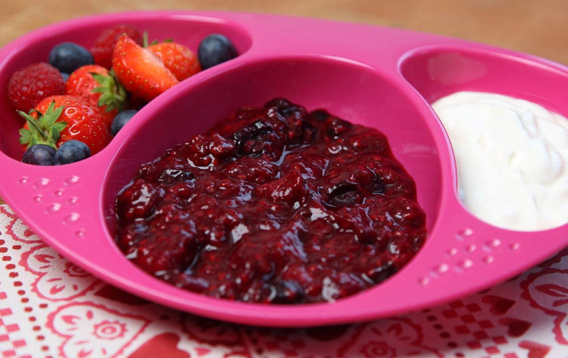 summer-fruits-compote-with-yoghurt_48638