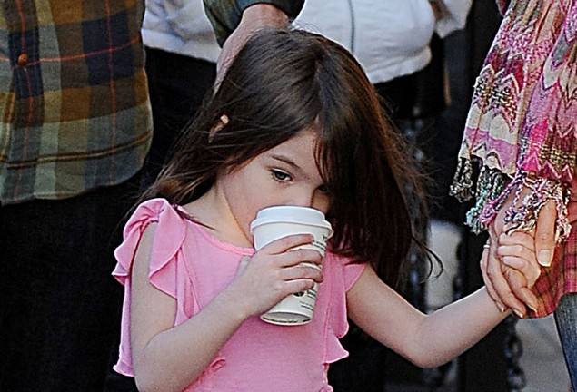 suri-cruise-already-a-match-for-the-paparazzi_20672