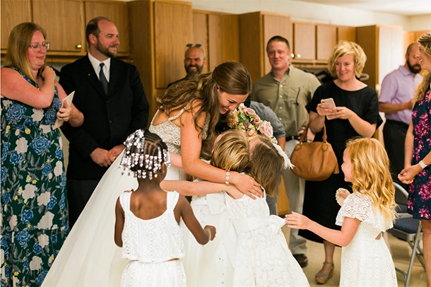 teacher-invites-her-entire-class-of-5-and-6-year-olds-to-her-wedding_181086