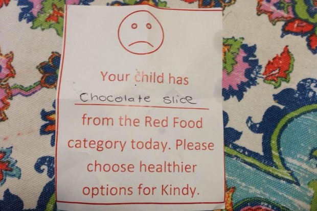 teachers-lunchbox-note-slams-mums-food-choices_171166