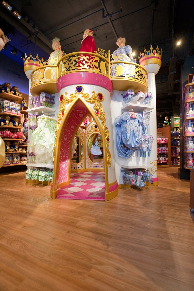 the-disney-store-is-having-a-magical-makeover-_15889