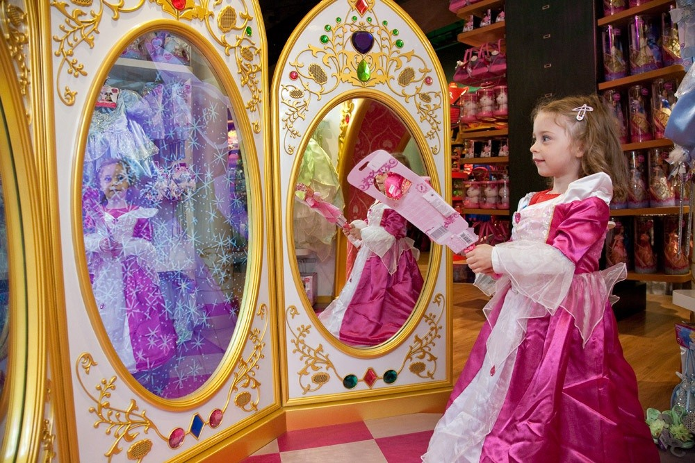 the-disney-store-is-having-a-magical-makeover-_15890