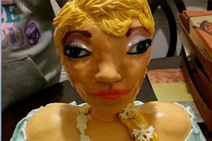 the-heart-warming-story-behind-this-frozen-elsa-cake-fail_127714