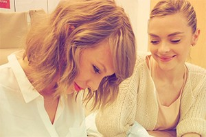 the-moment-taylor-swift-meets-her-godson-for-the-first-time_128752