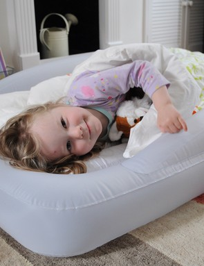 the-shrunks-indoor-tuckaire-toddler-travel-bed_55201