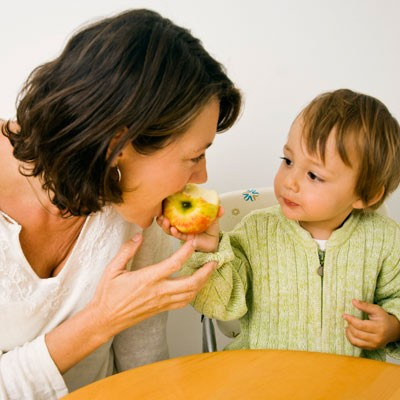 the-trick-to-getting-your-child-to-eat-healthily_72873