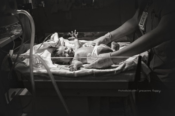 this-is-what-its-like-to-watch-your-baby-being-born_148709