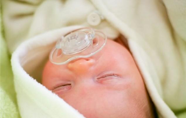 tight-baby-swaddling-health-alert_34773