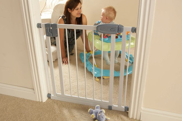 tippitoes-swing-shut-safety-gate_8598