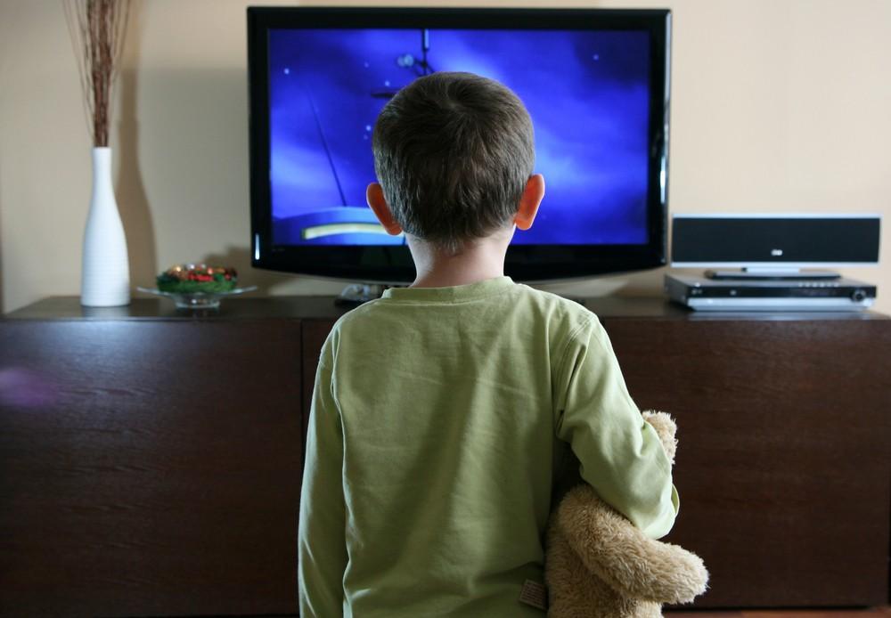 todays-parents-happy-to-let-children-watch-more-tv_18244