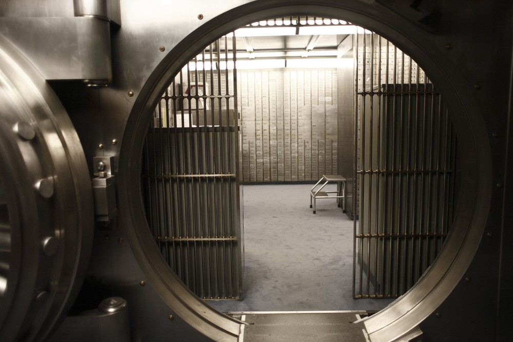 toddler-trapped-in-bank-vault_19558