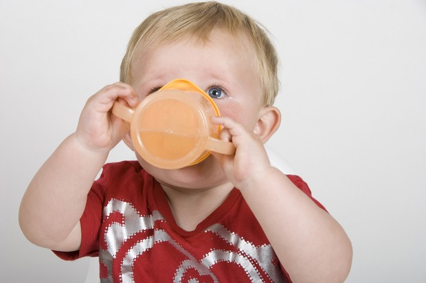 toddlers-who-switch-from-bottles-to-cups-early-less-likely-to-become-obese_21152