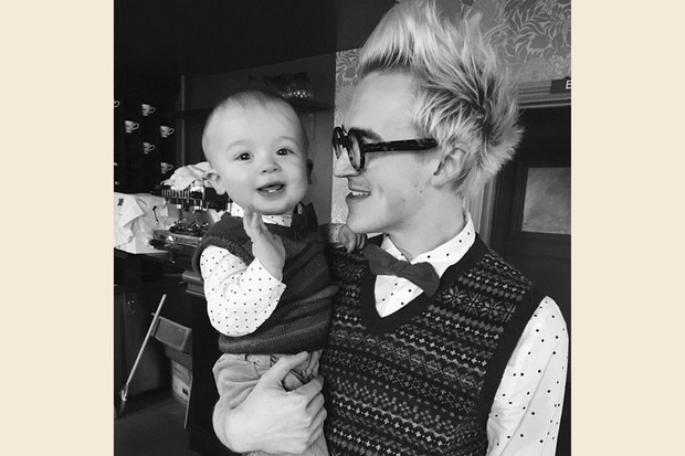tom-fletcher-and-baby-buzz-sport-the-cutest-matching-outfits_83243