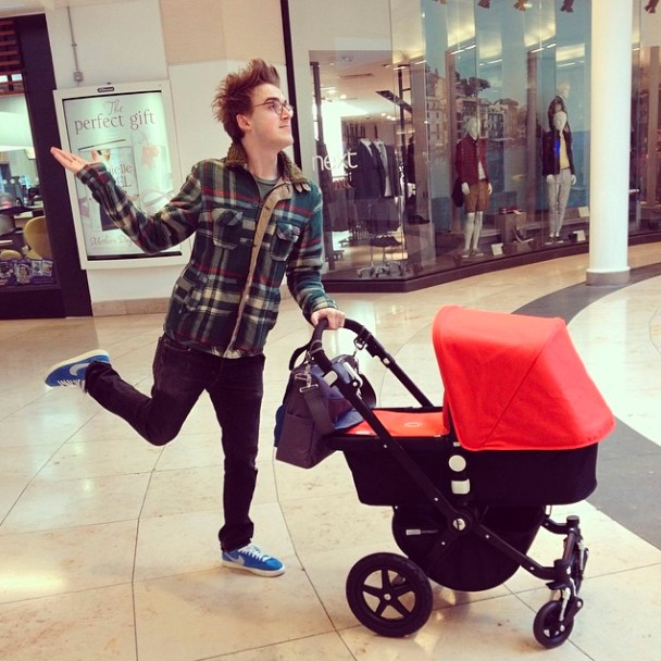 tom-fletcher-shows-off-baby-buzzs-buggy-on-first-outing_53364