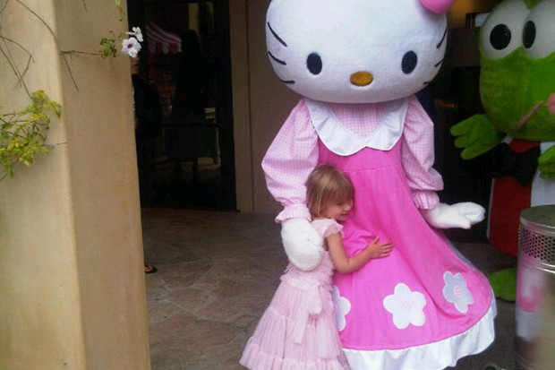tori-spelling-throws-extravagant-hello-kitty-party-for-daughter_22747