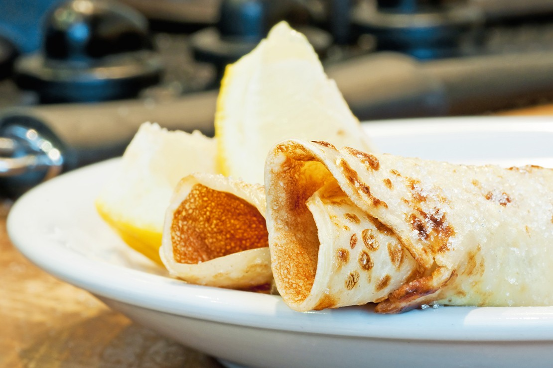 traditional-pancakes-with-lemon_84065