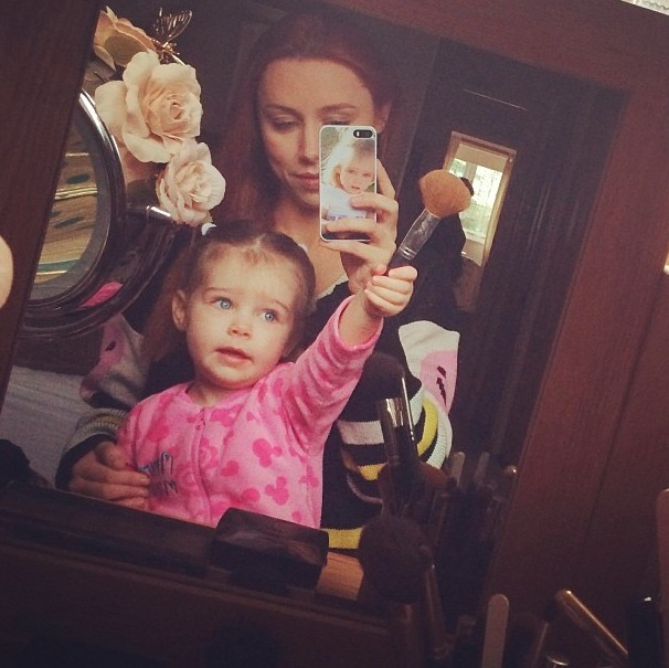 una-fodens-daughter-aoife-masters-the-selfie_51980