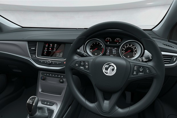 vauxhall-astra-car-with-onstar-system-family-car-review_142426