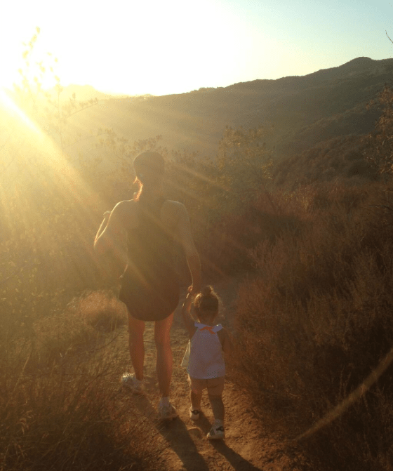 victoria-beckham-dresses-down-for-hike-with-harper_49394