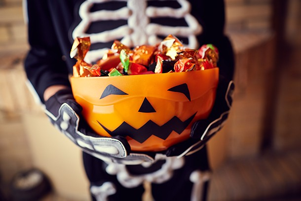 what-age-should-kids-go-trick-or-treating-alone_210601